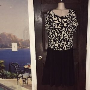 Beautiful Damask Print Dress Black Skirt 16W WOW!